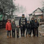 Michal vyučoval deti na Luníku IX. Tvrdí, že vysoké školy nevedia pedagógov pripraviť na prácu s rómskymi žiakmi