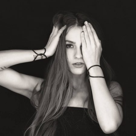 Janka Kurilaková založila Kura collection pred piatimi rokmi, dnes ide o neprehliadnuteľnú značku, ktorá rezonuje nielen na domácej módnej scéne. Zdroj: Archív J.K.